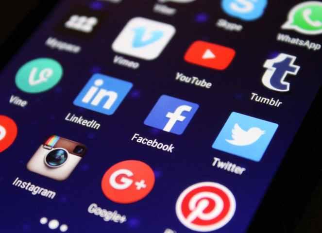 Três atitudes para ajudar seu filho a fazer bom uso do celular